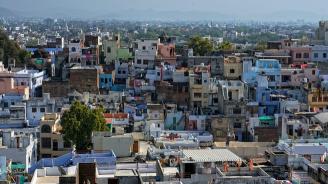 Шестетажна сграда се срути в Индия