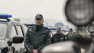 Гранична полиция залови след денонощия преследване каналджии с два джипа, превозващи 26 души