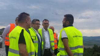 """Нанков инспектира строителството на новия участък на АМ """"Хемус"""" (галерия)"""