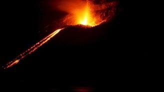 Вулканът Килауеа продължава да изригва, мощен поток от лава помете редица домове