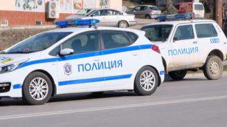 Таксиджия помете 9 паркирани коли на столичен булевард (снимка)