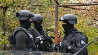 Масови проверки край Пазарджик, хванаха баби с пушки, антики и контрабанда (снимки)