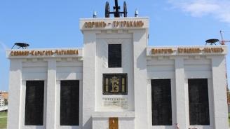 Бойко Борисов поднесе венци пред войнишкия паметник на Пети полк в Шумен