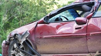 Един загина, двама са ранени в тежка катастрофа в района на село Дъбово