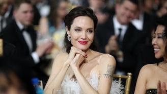 Анджелина Джоли има черен списък с врагове, на които готви отмъщение