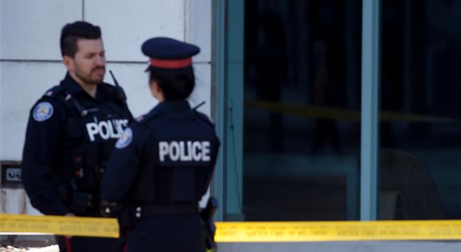 Полицията в Торонто издирва снимки и клипове, направени от хора