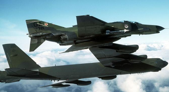 Американски и австралийски военни подготвят удари срещу ядрени обекти в