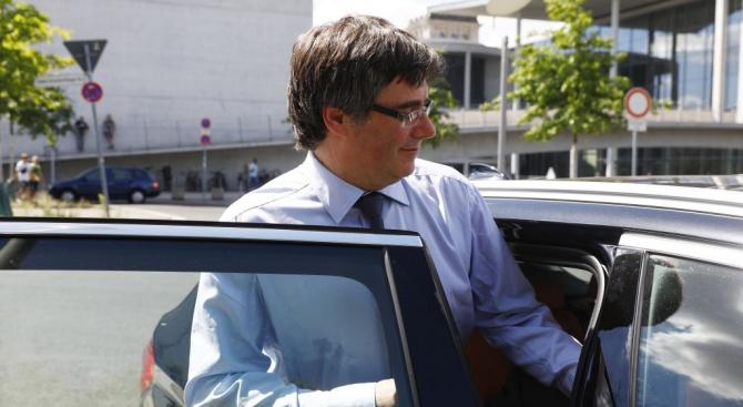 Бившият каталунски премиер сепаратист Карлес Пучдемон се върна днес в