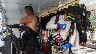 Австралия почете водолазите, спасили тайландчетата, блокирани с дни в наводнена пещера
