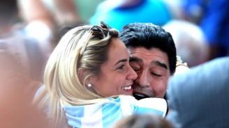 Марадона се жени за 28-годишна красавица (снимка)