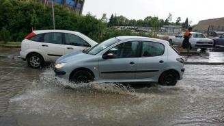 Проливен дъжд наводни Балчик и Варна, светофарите се повредиха (снимки+видео)