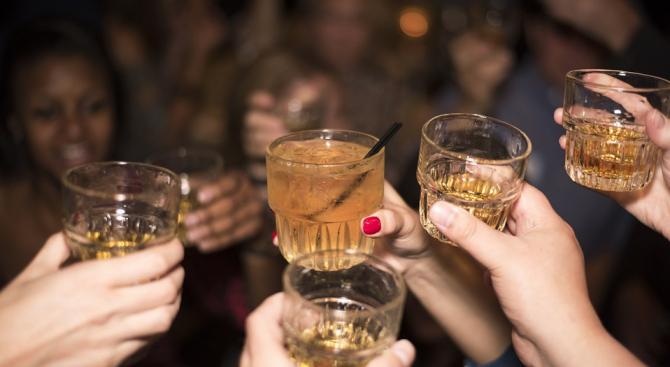 Пиенето на алкохол от жените, докато кърмят, нарушава мозъчното развитие на децата