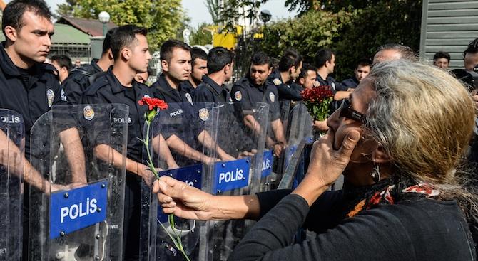 Девет обвиняеми екстремисти получиха по 101 доживотни присъди от турски