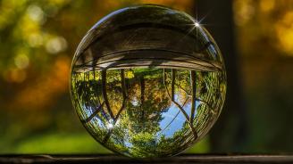 Светът е огледало и връща на всеки собственото му отражение