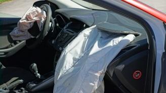Почерпен шофьор се обърна с колата си на пътя