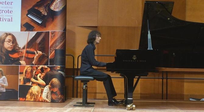 Наградиха млад пианист от Русе на международен фестивал и музикална академия