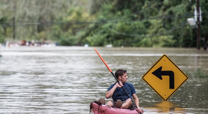 Един човек изчезна, а 1600 бяха евакуирани заради наводненията в Южна Франция (снимка)