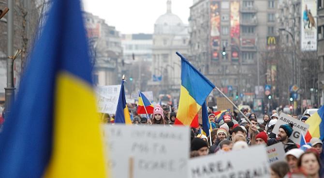 Бой и сълзотворен газ на антиправителствен протест в Букурещ (видео)