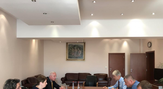 Министърът на околната среда и водите Нено Димов беше запознат