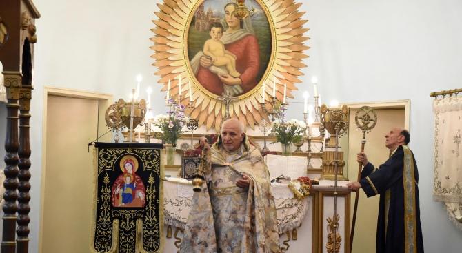 Арменската общност в страната почита паметта на Пресвета Богородица. По