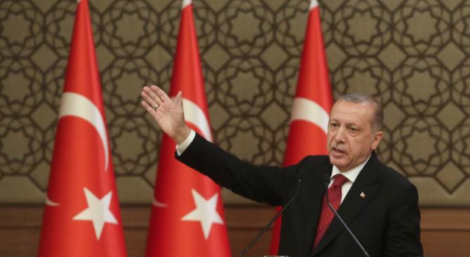 Ердоган за спада на лирата: Това е заговор срещу Турция