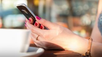 Учени предупреждават за причинените от смартфоните вреди на зрението