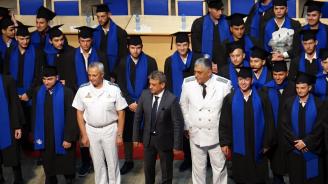 Абсолвентите от Висшето военноморско училище във Варна получиха дипломите си