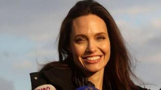 Анджелина Джоли е в болница