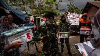 Жертвите от унищожителното земетресение в Индонезия вече са 392