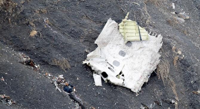 Малък самолет е катастрофирал в Индонезия. 8 души на борда