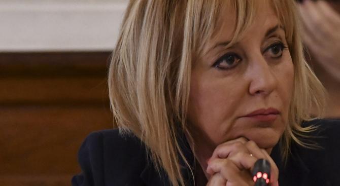 Манолова ще отправи препоръка до Бойко Борисов за проверка по сигналите на Босия