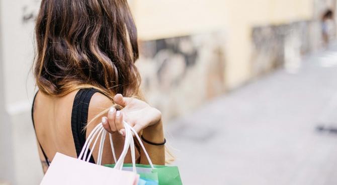 Туристите в Турция се втурнаха да пазаруват, възползвайки се от