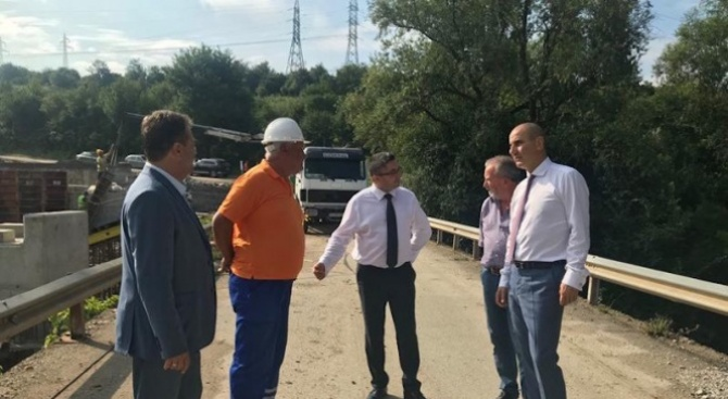 Министърът на регионалното развитие Николай Нанков и председателят на парламентарната