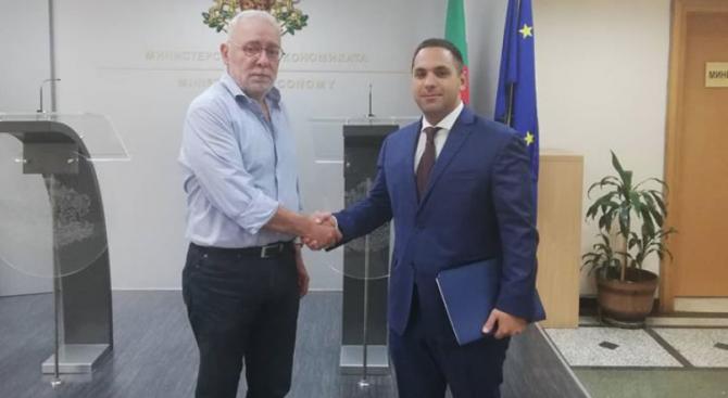 Изпълнителният председател на БСК Радосвет Радев разговаря днес, 14 август