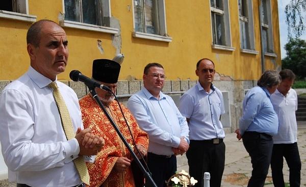 Цветанов даде старт на строително-ремонтните дейности по изграждането на Център за култура и образование в Царевец