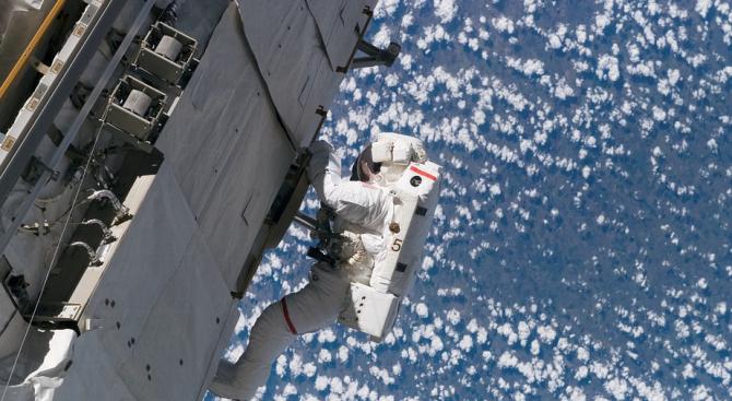 Космонавтите Олег Артемиев и СергейПрокопиев от екипажа на Международнатакосмическа станция