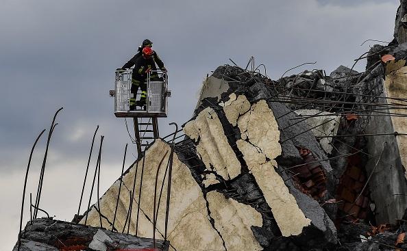 Италианската полиция съобщи, че 38 души са загинали след срутването