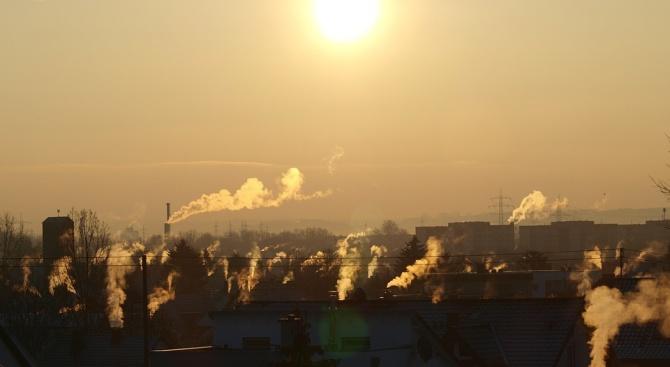 Задушлива миризма на изгоряло се усеща периодично в няколко квартала