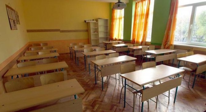 Започва изучаването на новия предмет гражданско образование в гимназията. Новите