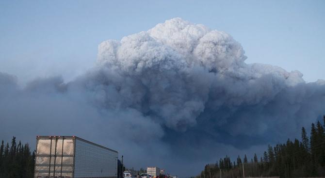 Горски пожари бушуват в големи части от Канада. Над 3