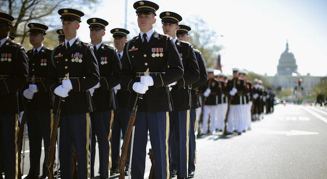 Съединените щати отлагат военния парад, поискан от американския президент Доналд
