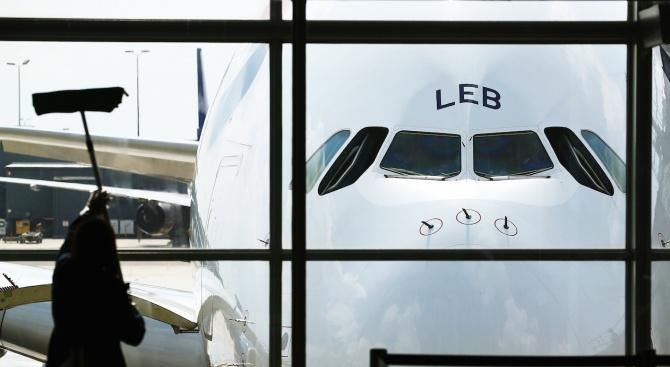 Самолет на китайска авиокомпания късно снощи при пороен дъжд не