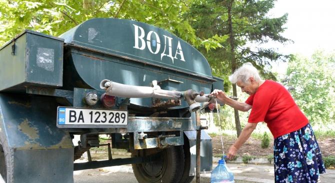 """От вчера водоноските на """"ВиК"""" Харманли снабдяват с вода местното"""