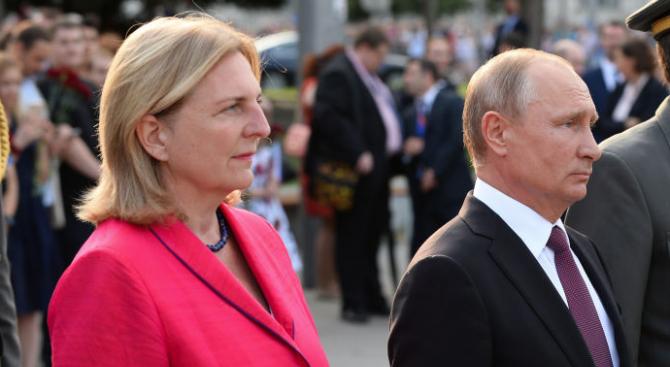 """Руският президент Владимир Путин пристигна в имението """"Чепе"""" на австрийската"""