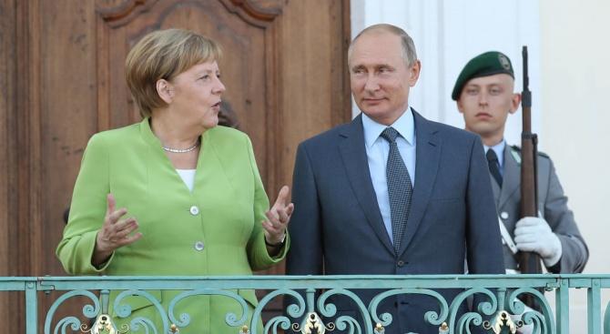 Меркел и Путин с брифинг преди срещата си в замъка Мезеберг