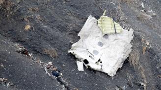 Дете оцеля след самолетна катастрофа в Индонезия