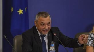 Валери Симеонов затвори две известни заведения на морето