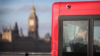 41 души пострадаха, след като автобус се преобърна край Лондон