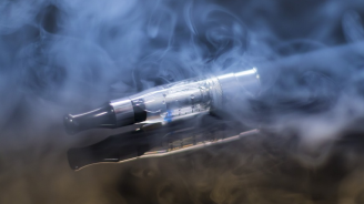 Течностите за електронни цигари са опасни за белите дробове