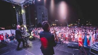 """Премиерът Заев на """"One love tour"""" в Струмица (снимки)"""